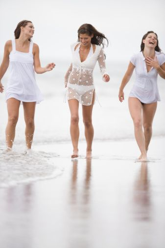 8-14 gün arası  Araştırmalar yumurtlama dönemindeki kadınların esmer erkekleri daha çekici bulduğunu söylüyor.   Kendinizi iyi hissettiğiniz bir hafta: Östrojen hormonu önce sürekli artarken birdenbire hızlı bir artışa geçer. Bu hafta içinde ruhen iyi hissediyorsunuz. Bu dönemde uzun zamandır görmediğiniz bir arkadaşınızla görüşün. İyi vakit geçirmeye bakın.